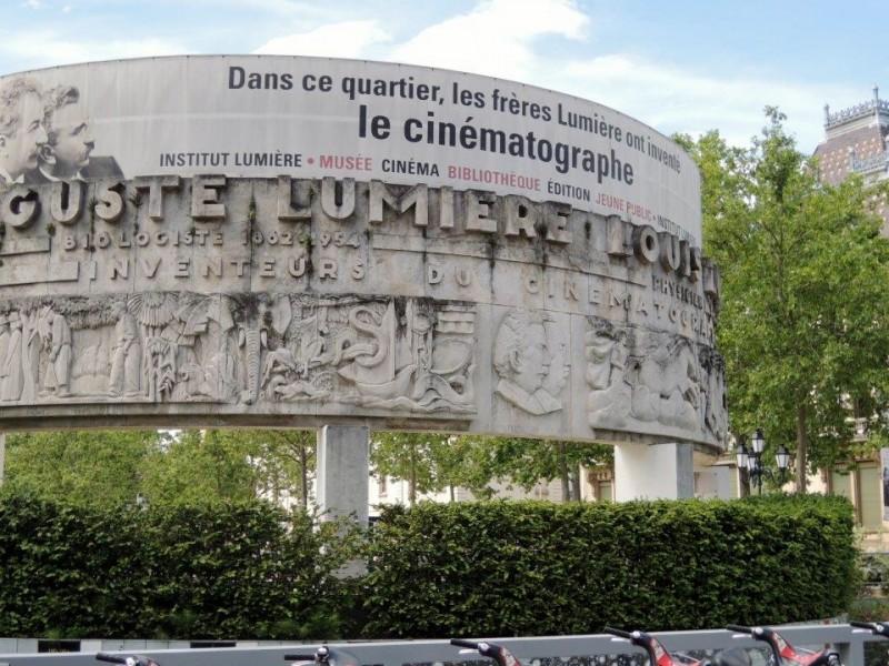 Monument des Frères Lumière